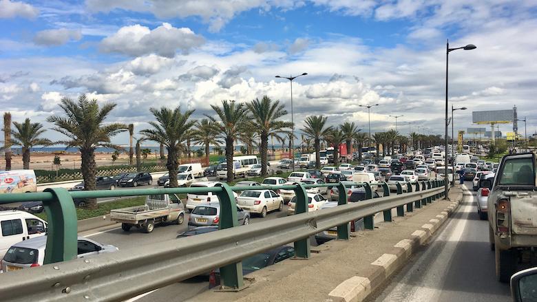 Des voitures envahissent les routes en Algérie.